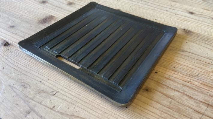 スリット穴開き鉄板