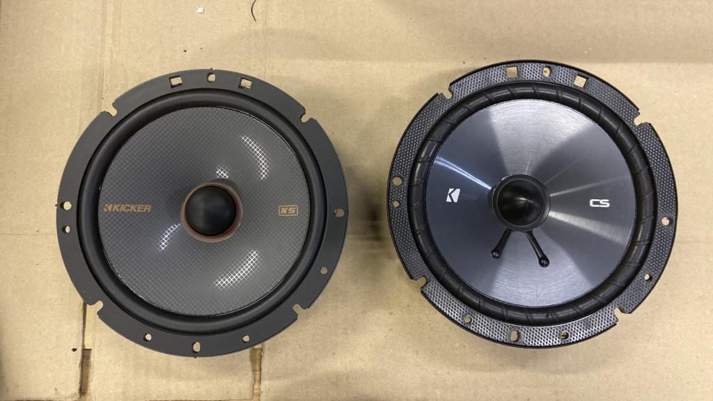 KICKERのスピーカーCSシリーズとKSシリーズの比較画像・正面