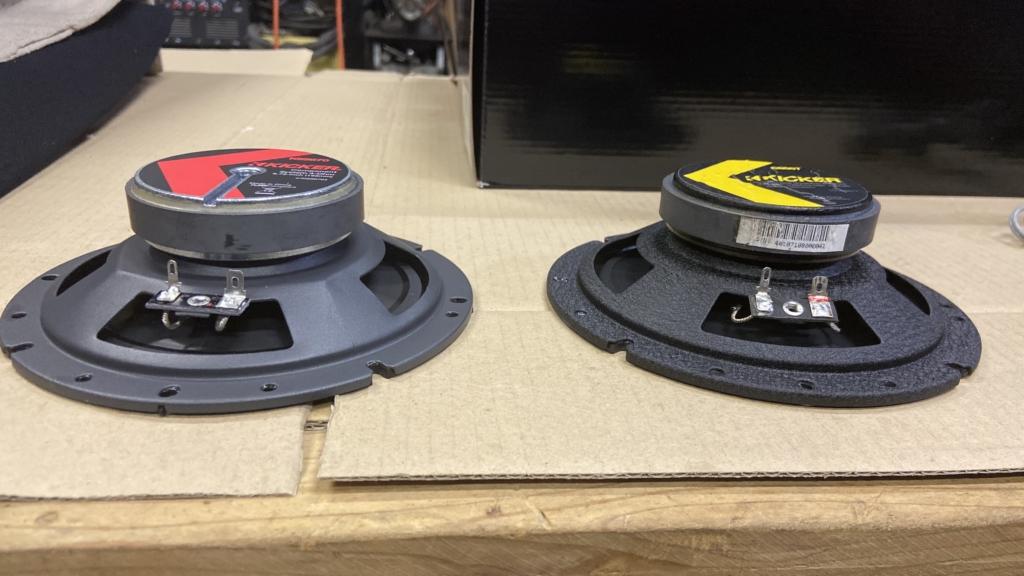 KICKERのスピーカーCSシリーズとKSシリーズの比較画像・横