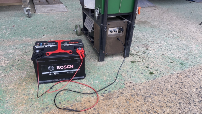 廃油ストーブをバッテリーで稼働させる